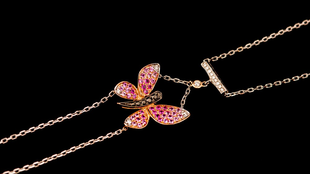 butterfly_with_chain